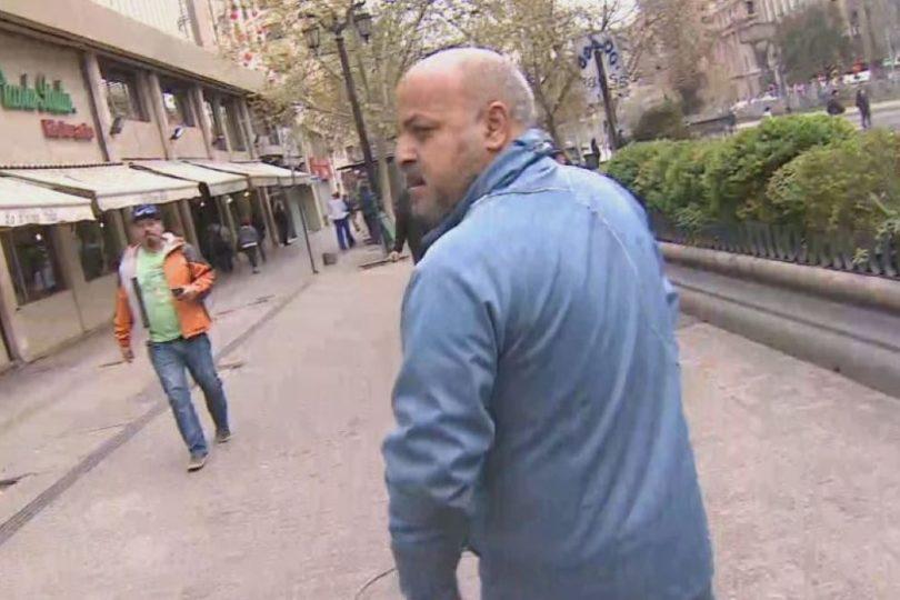 Agreden a periodista de Canal 13 y su equipo con gas pimienta en plena marcha en la Alameda