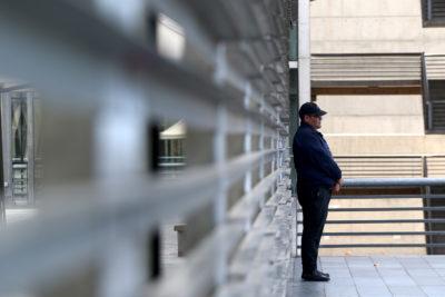 Gendarme y carabinero en prisión preventiva por saqueo a supermercado
