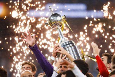 Conmebol retrasaría final de la Libertadores para que se juegue en Santiago