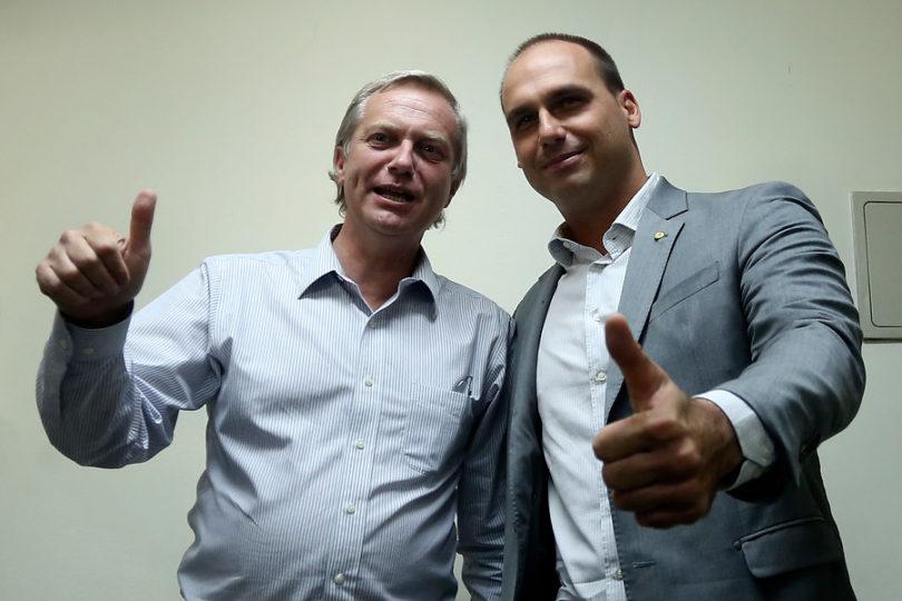 """Eduardo Bolsonaro y Kast se unen contra Bachelet: """"Se muestra muy inmadura"""""""