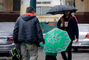 A qué hora comenzarían las precipitaciones en Santiago