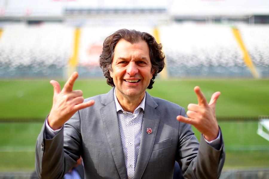 """""""Aníbal Mosa anuncia que ningún trabajador de Colo Colo ganará menos de $450 mil"""""""