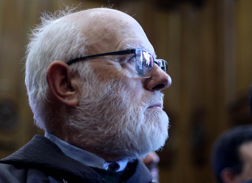"""""""Es hora de elegir, la violencia o la paz"""": Obispo Aós se pronuncia tras protestas en Santiago"""
