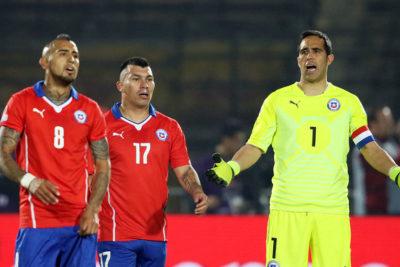 Bravo, Medel y Vidal se reencuentran en nómina para los amistosos ante Colombia y Guinea