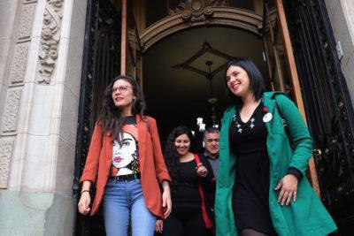 """Impulsoras del proyecto 40 horas emplazan a Piñera: """"El debate se resolverá en el Congreso"""""""