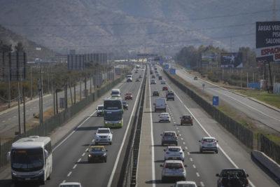 Fin de semana largo: MOP señala que 180 mil vehículos han salido de la capital en este feriado