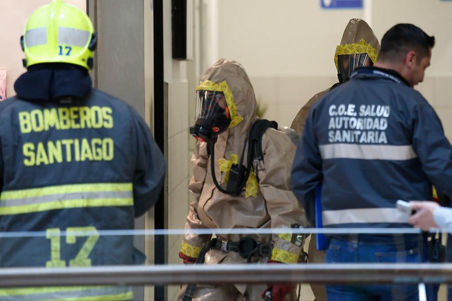 Bomberos acude a emergencia en Costanera Center por muerte con cianuro