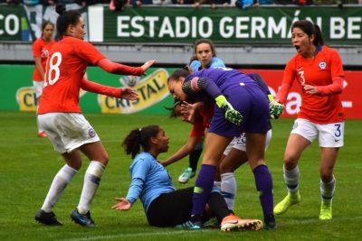 VIDEO | El fuerte encontrón de Endler con una jugadora uruguaya durante el amistoso en Temuco