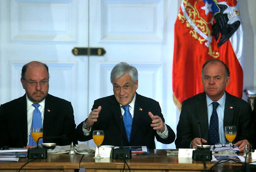 Piñera no descarta cambiar la Constitución por pugna Suprema-TC