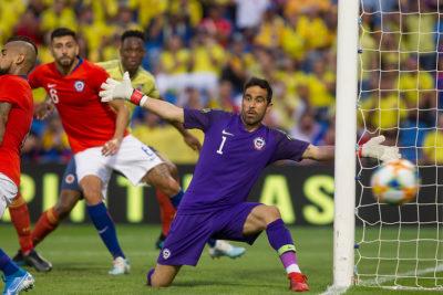 Medios colombianos afirman que Claudio Bravo fue clave en el 0-0 en Alicante