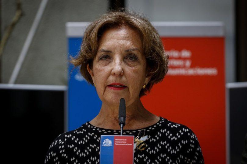 Ministra Hutt descarta bajar precio de los pasajes y condena episodios de violencia en Metro