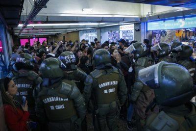 FOTOS | La violenta jornada que obligó a cerrar las Líneas 1 y 2 del Metro