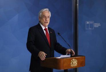 Piñera suspende alza del Metro y cita a mesa de diálogo