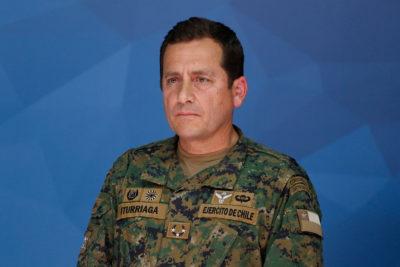 General Iturriaga: Confirma civiles heridos en Puente Alto y evalúa posible toque de queda para Santiago