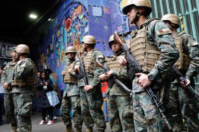 FOTOS   La llegada de los militares a las calles de Santiago en medio del Estado de Emergencia