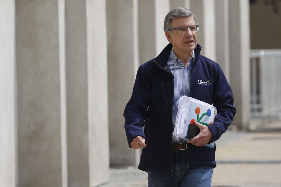 """Las Condes concreta aporte de 1.000 millones a La Pintana: """"El país necesita gestos"""""""