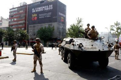 FOTOS | Así llegaron las tanquetas militares en medio de las protestas en Plaza Italia