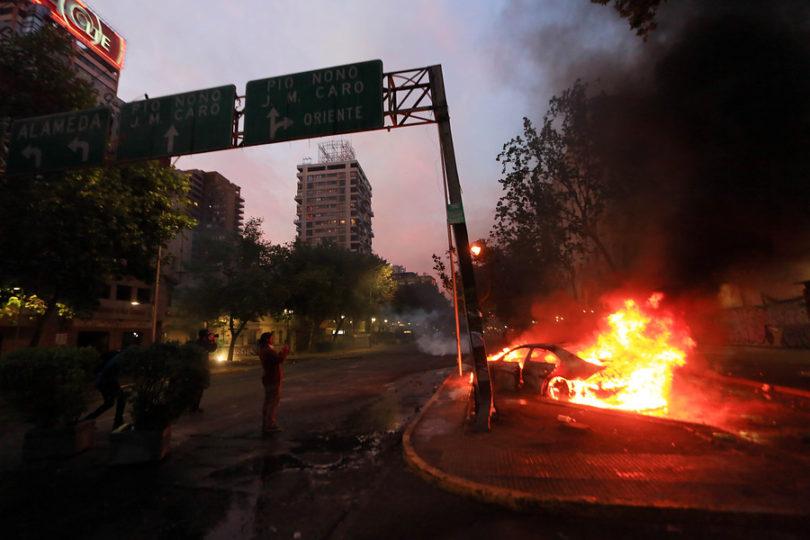 Violencia se extiende a regiones: decretan estado de emergencia en Concepción y toque de queda en Valparaíso