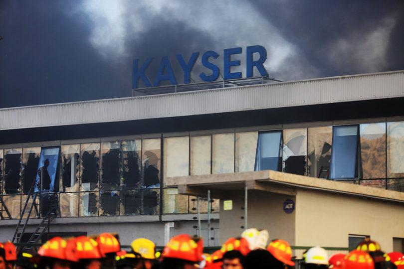 Confirman 5 fallecidos en incendio de bodega en la comuna de Renca