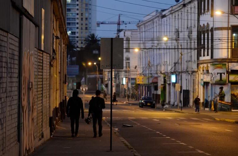 Toque de queda continuará este lunes en Valparaíso y Concepción