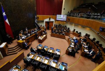 Senado aprueba proyecto para dejar sin efecto el alza en el Metro