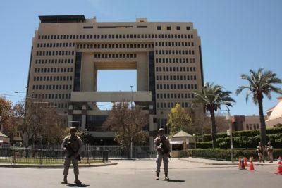 Desalojan sede del Congreso por incidentes en sus inmediaciones