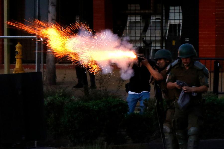 Con disparos al aire disuelven manifestación en Las Condes