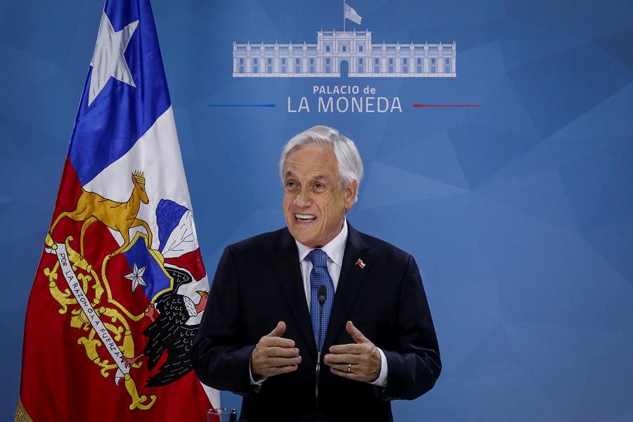 """""""Piñera baja el tono tras hablar de"""