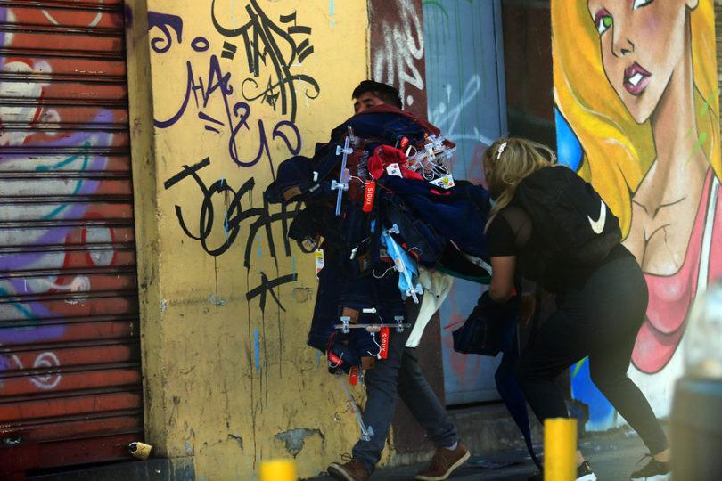 Funcionarios municipales de Maipú fueron detenidos por participar en saqueos