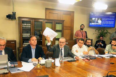 Comisión de Constitución aprueba rebaja de dieta y número de parlamentarios