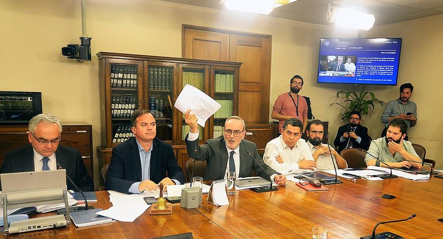 """""""Comisión de Constitución aprueba rebaja de dieta y número de parlamentarios"""""""