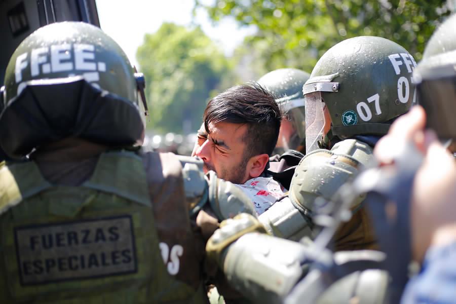 INDH denunció que carabineros colgaron de esposas a detenidos en Peñalolén