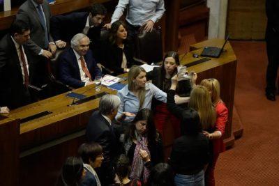 """""""Solo pido terminar con el show mediático"""": Érika Olivera se disculpa por pelea en el Congreso"""