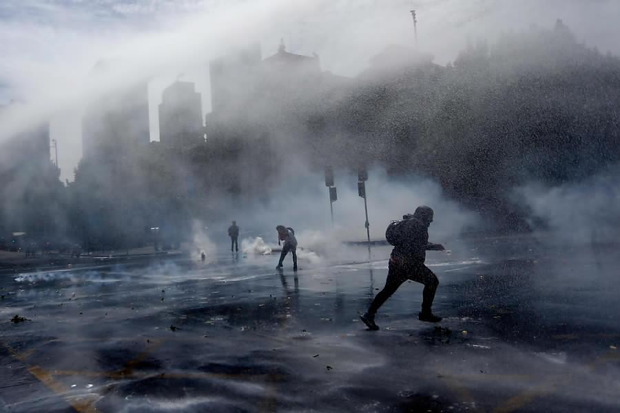 """""""Incidentes en Alameda y Plaza Italia en medio de masiva marcha"""""""