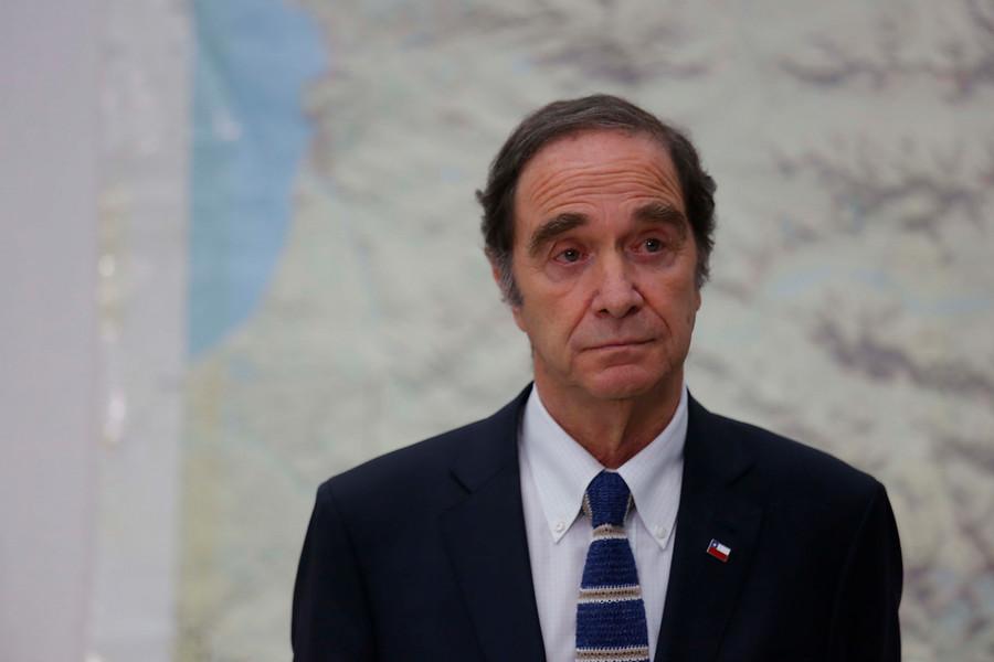 """Ministro Larraín reconoció """"situaciones que parecen ser violaciones a los DD.HH."""""""