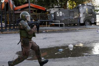 Un grupo de parlamentarios del Reino Unido condena violaciones a los DD.HH. en Chile