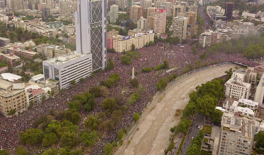 Cerca de 1,2 millones de personas llegan a Plaza Italia tras una semana de protestas