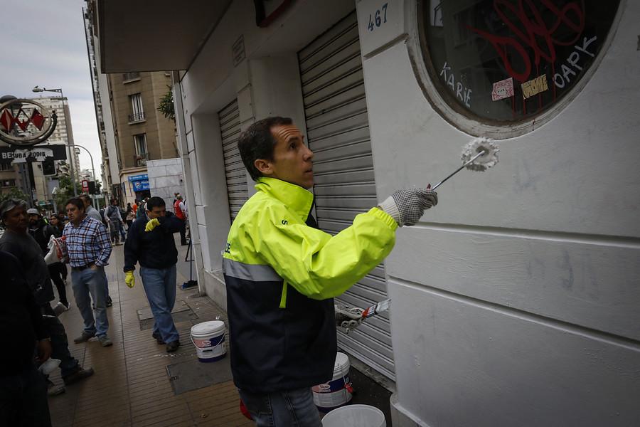 Marcha más grande de Chile: Santiago cifra en $3.000 millones los destrozos en edificios y mobiliario público
