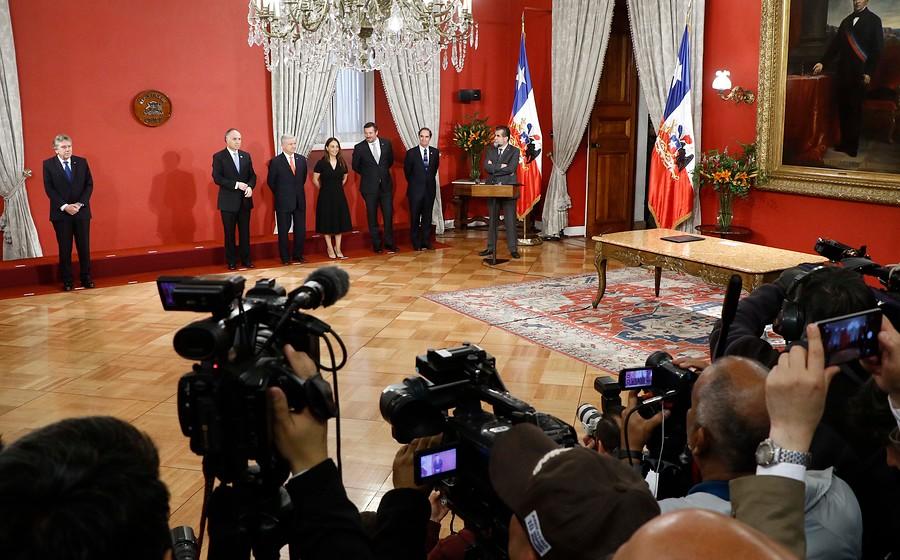 Cambio de gabinete: Piñera reemplaza a ocho ministros en medio de crisis social
