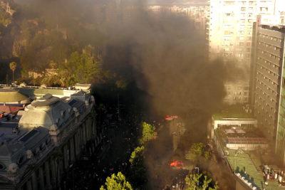 VIDEO+FOTOS | Incendio afecta a locales comerciales y centro médico en Alameda