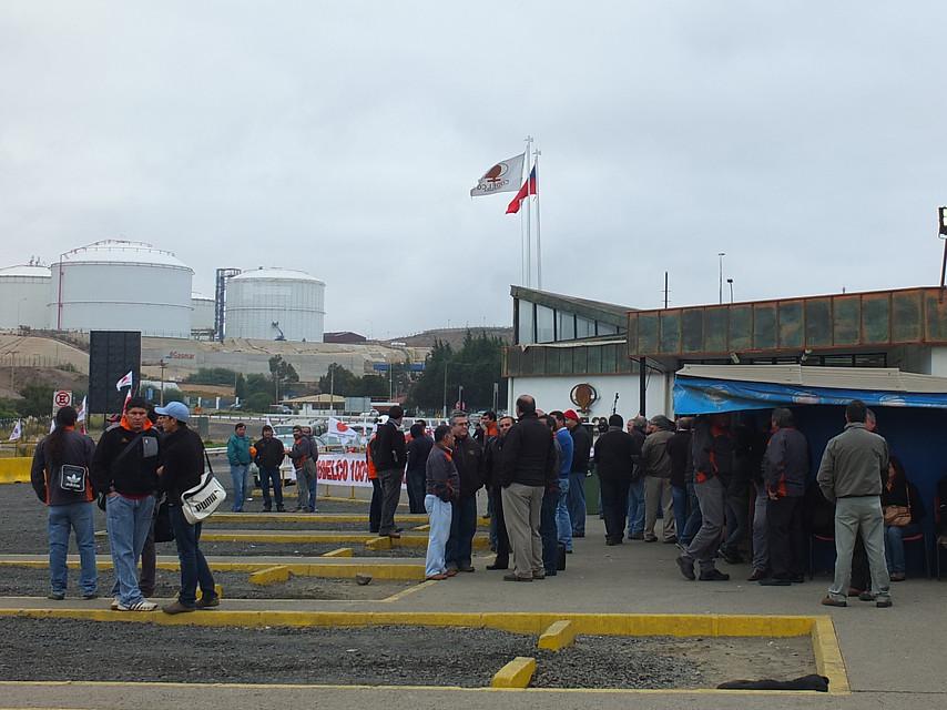 Trabajadores de Codelco Ventanas marcharon en Quintero ante posible cierre del complejo