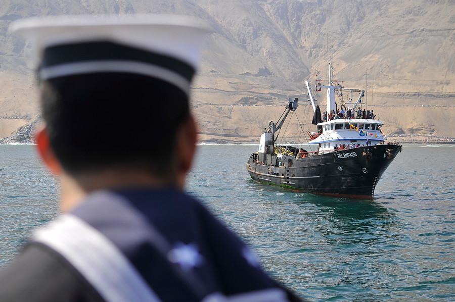 Armada capturó tres barcos peruanos pescando en zona exclusiva chilena