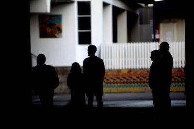 Condenan a dos jóvenes por violar a compañero de curso en colegio de Castro