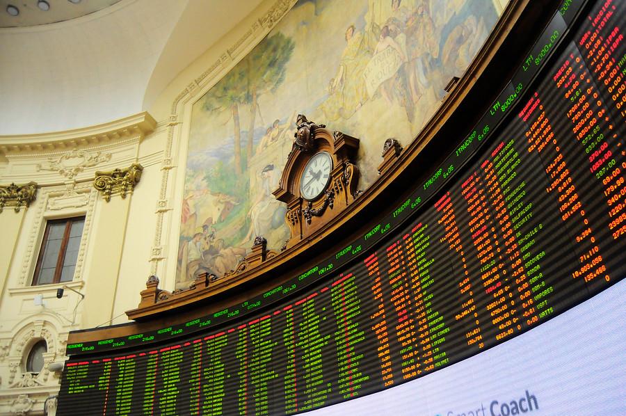 Bolsa suspende operaciones por derrumbe de acciones