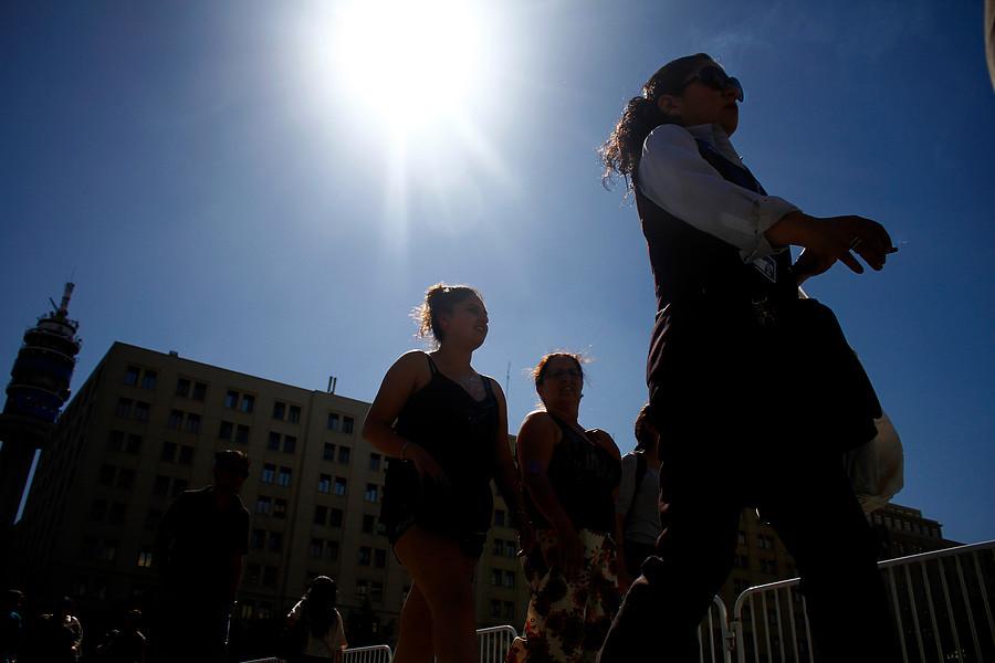 """Ola de """"calor extremo"""" se registra en la zona central del país: temperaturas llegarán hasta los 37º"""