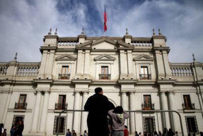 Defendamos la democracia: el llamado que hacen más de mil ciudadanos y rostros de la política chilena