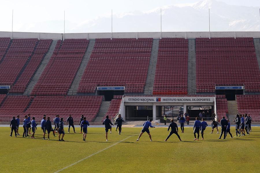 """""""Banderazo de la U por el superclásico tuvo escasa convocatoria en el Estadio Nacional"""""""