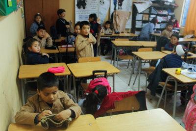Revisa qué colegios volverán a tener clases este martes