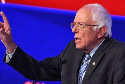 """Bernie Sanders llama a Piñera a entregar """"el poder a la gente trabajadora"""""""