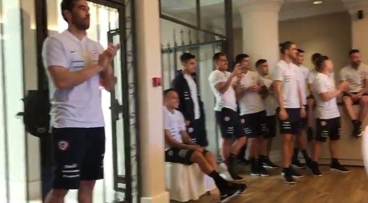 VIDEO | La solitaria presencia de Claudio Bravo en acto de la Selección Chilena